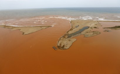 An aerial view of the mouth of Rio Doce (Doce River), which was flooded with mud after a dam owned by Vale SA and BHP Billiton Ltd burst, at an area where the river joins the sea on the coast of Espirito Santo in Regencia Village, Brazil, November 23, 2015. REUTERS/Ricardo Moraes