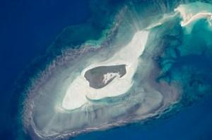Las diferentes formas concéntricas alrededor de la Isla Adele, en Australia.