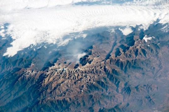 Una vista detallada de los múltiples picos de la Sierra Nevada de Santa Marta (Colombia).