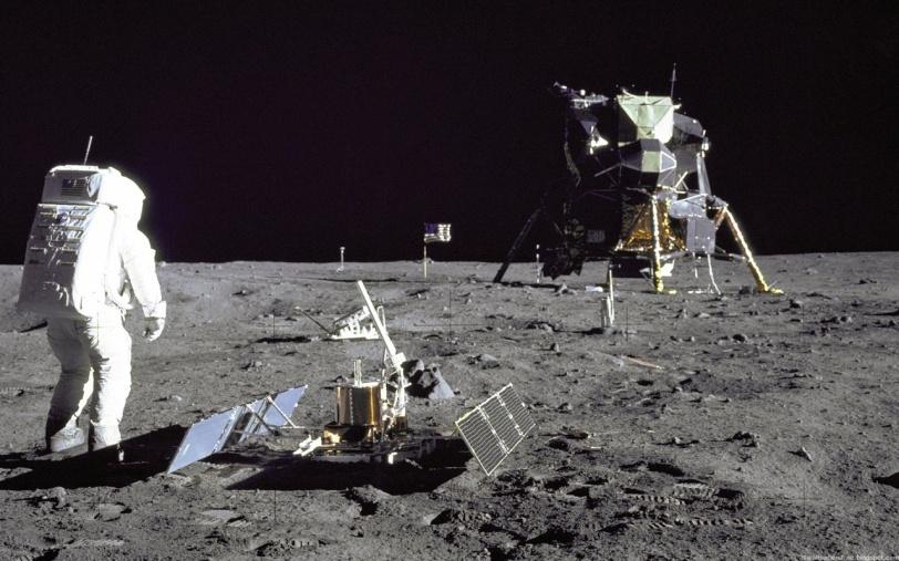 Apollo_11_Hombre_en_la_Luna_1280x800-46321