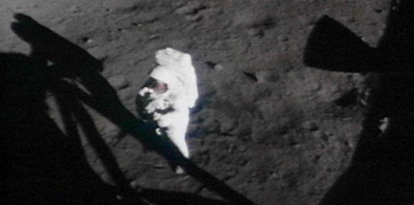 imagenes en la luna falsas fraude foto anomalías sombras fake 04_thumb[9]