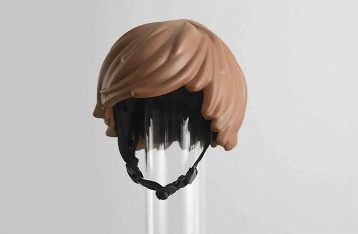 casco-bicicleta-forma-peluca-lego-6-960x623