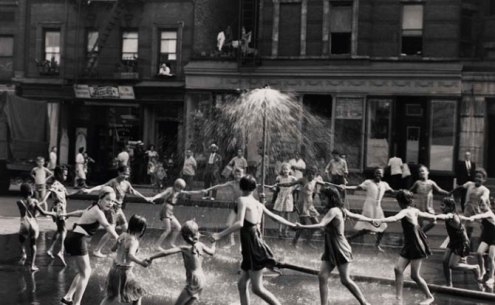 historical-children-playing-photography-128-58ac16e46422e__700