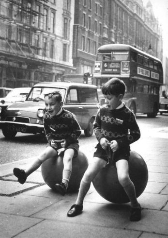 historical-children-playing-photography-58a4176890e71__700