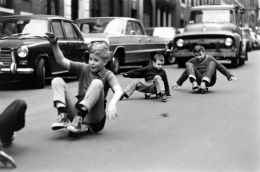historical-children-playing-photography-58a44c0d39dfe-jpeg__700