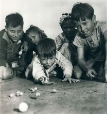historical-children-playing-photography-58a46580e92e5__700