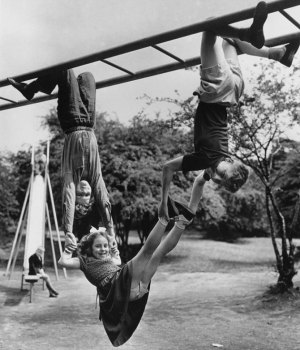 historical-children-playing-photography-59-58ac1a6f80c4b__700