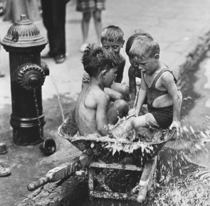historical-children-playing-photography-94-58ac1a183f07d__700