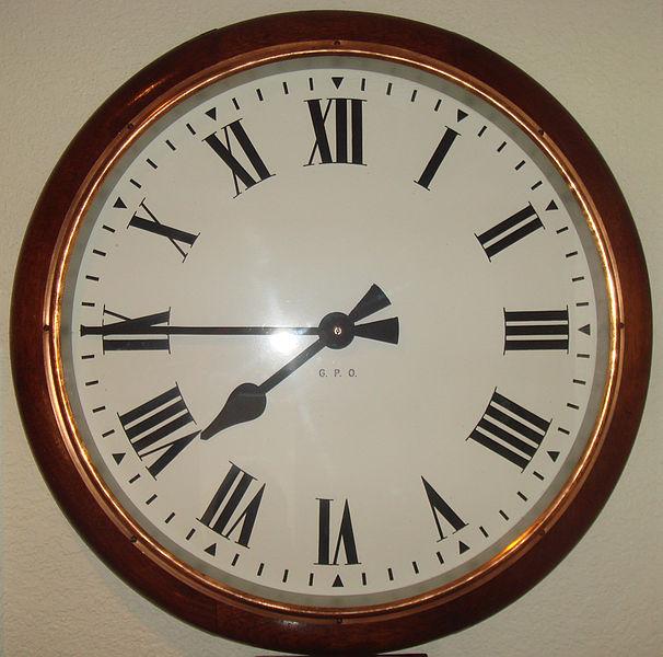 por-que-en-algunos-relojes-el-4-aparece-escrito-iiii-y-no-iv